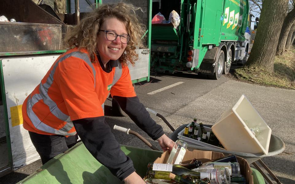 HRM Nederland - Kapsalon Niekerk dicht: eigenaresse Rosalinda tijdelijk aan de slag als milieuboer